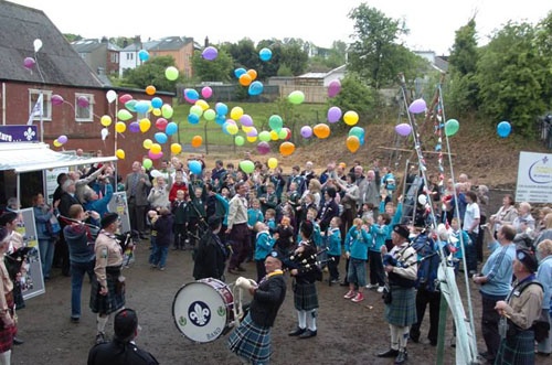 100 balloons being released at the fun day